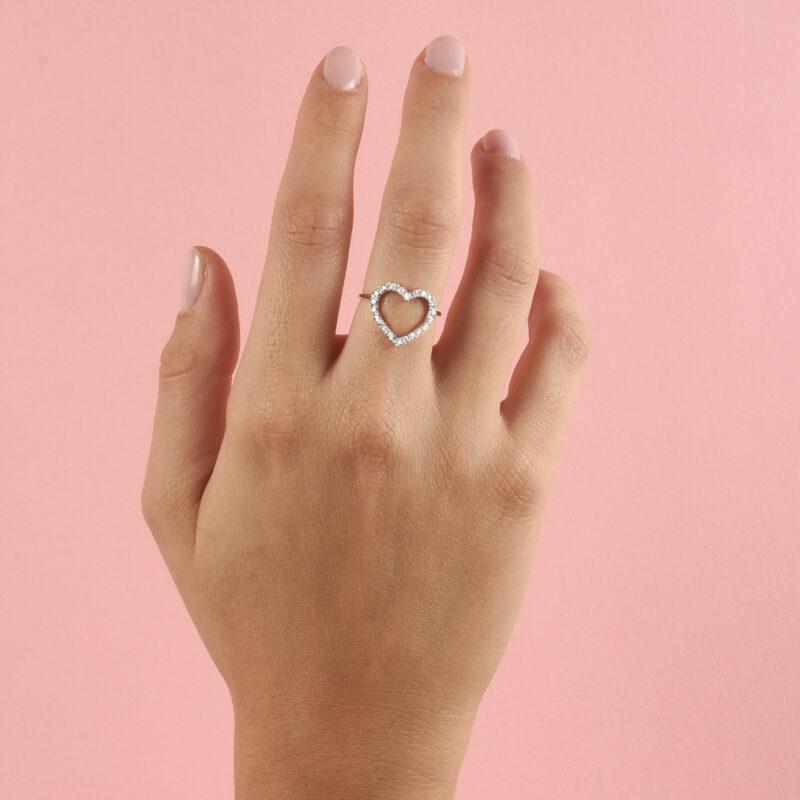 Anello con cuore a filo e diamanti ct. 0,26