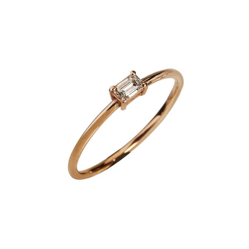 Anello con diamante taglio smeraldo, ct. 0,20