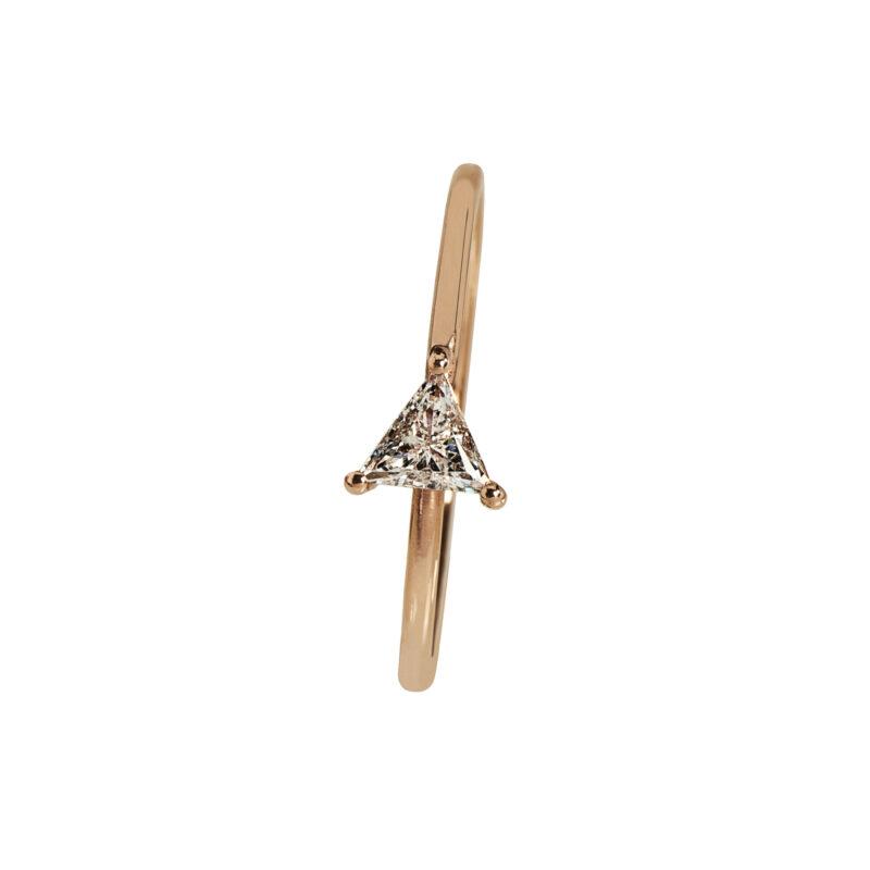 Anello con diamante triangolare, ct. 0,20